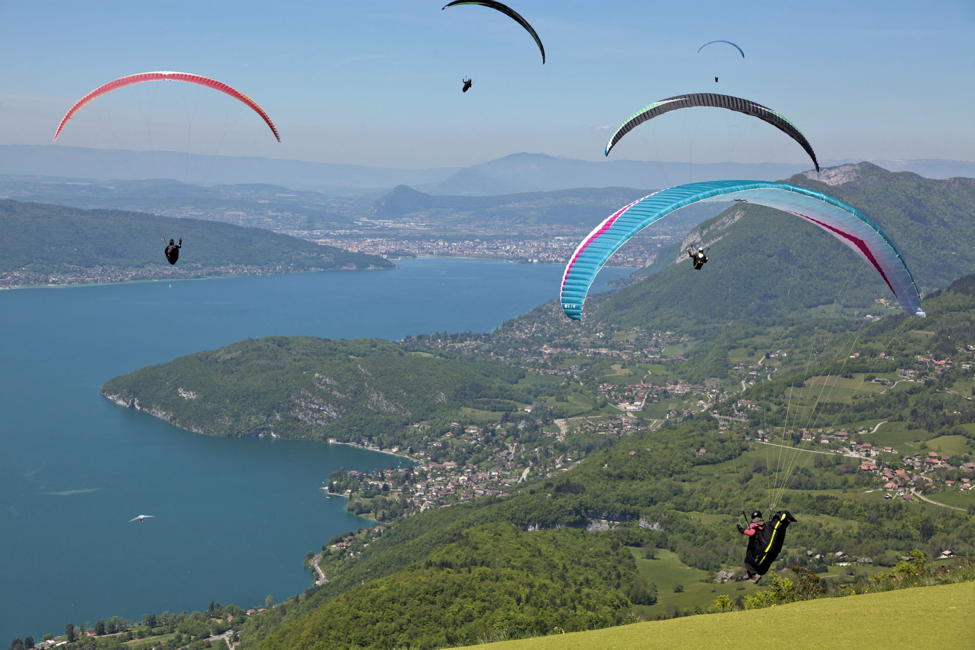 Lake Annecy Paragliding - The best to try or practice ...